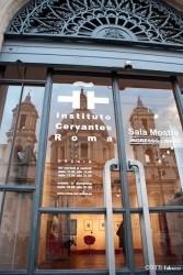 la sala esposizioni del Cervantes di piazza Navona (ph titti fabozzi) (2)