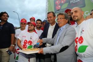 Taglio pizza De Magistris e Miccu