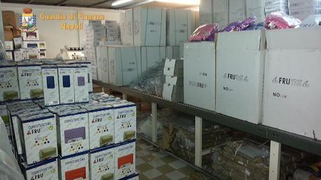 Contraffazione: sequestrati 250mila capi biancheria e stoffe