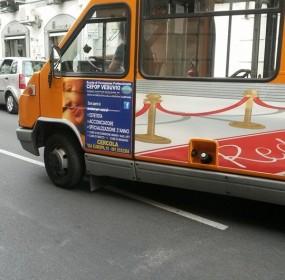 autobus grici in strada
