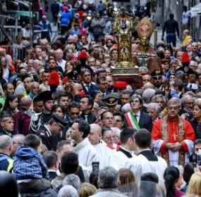 ++ Si rinnova a Napoli il miracolo di San Gennaro ++