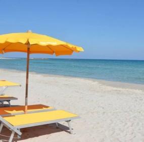 spiaggia-con-ombrelloni